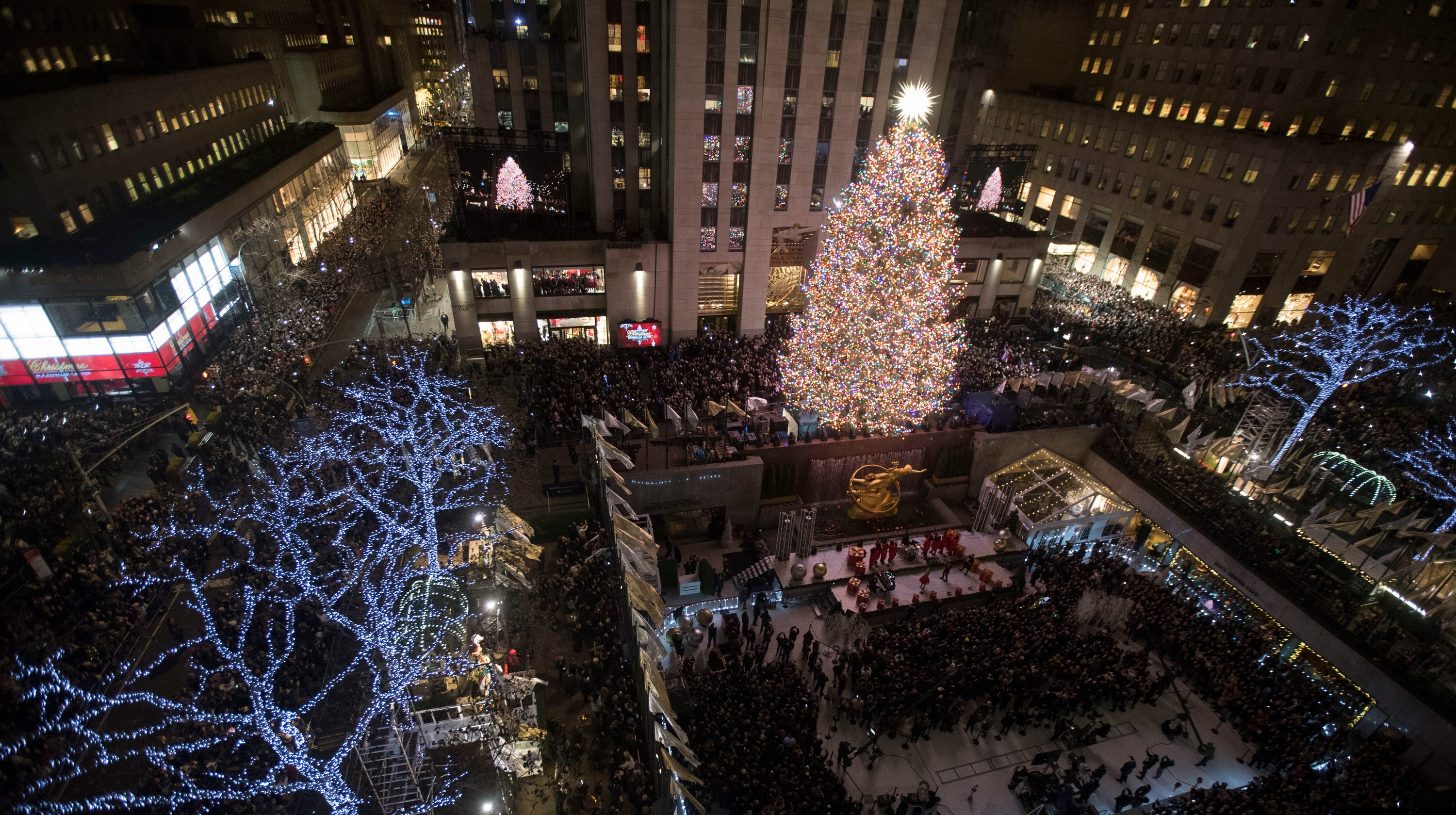 best sneakers 84406 8d483 Christmas in New York: Rockefeller Center lights tree