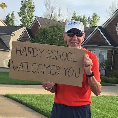 Lyon Township retiree's warm smile, gentle wave make kids' mornings