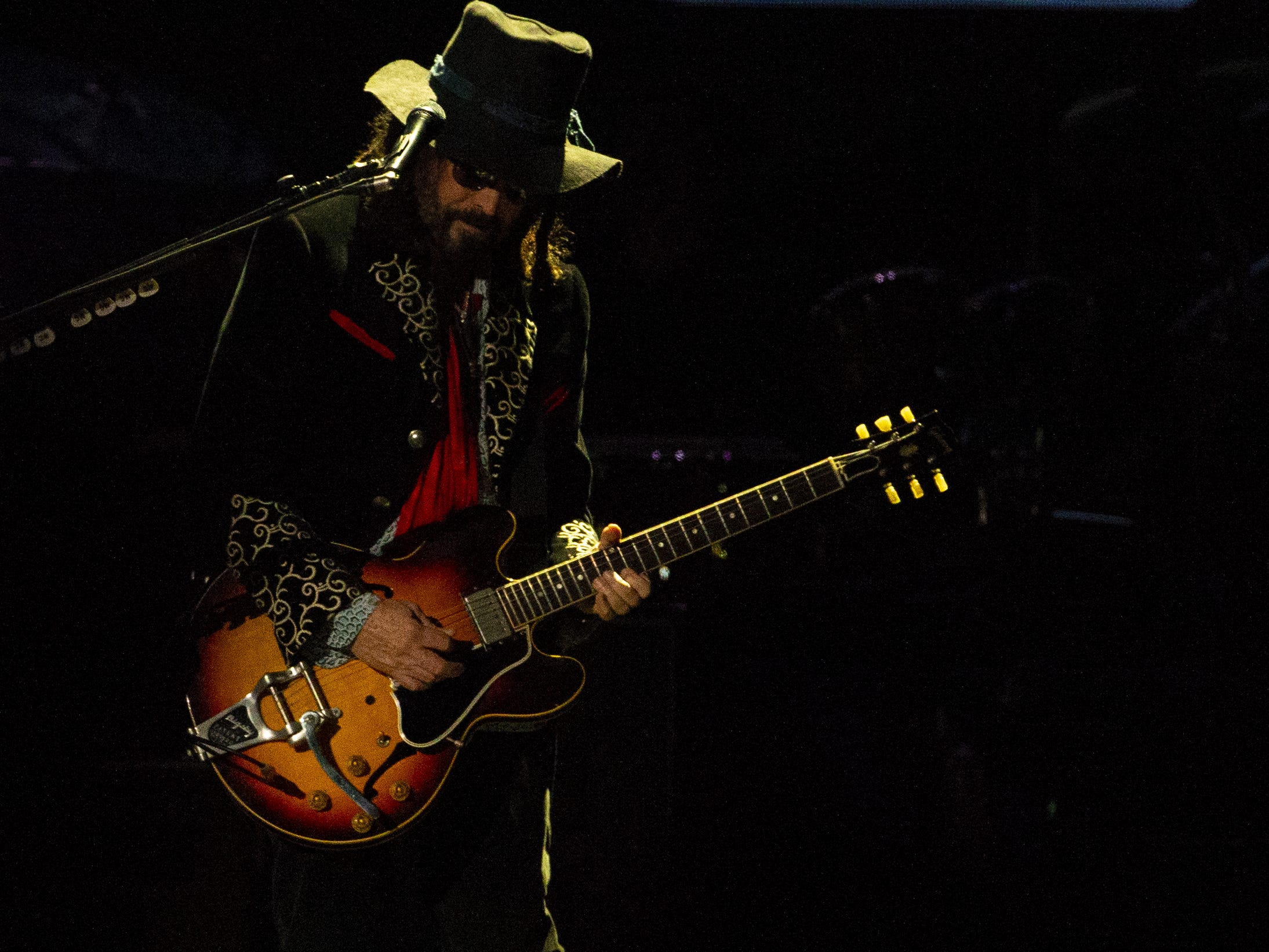 Mike Campbell of Fleetwood Mac performs at Talking Stick Resort Arena in Phoenix on November 28, 2018.