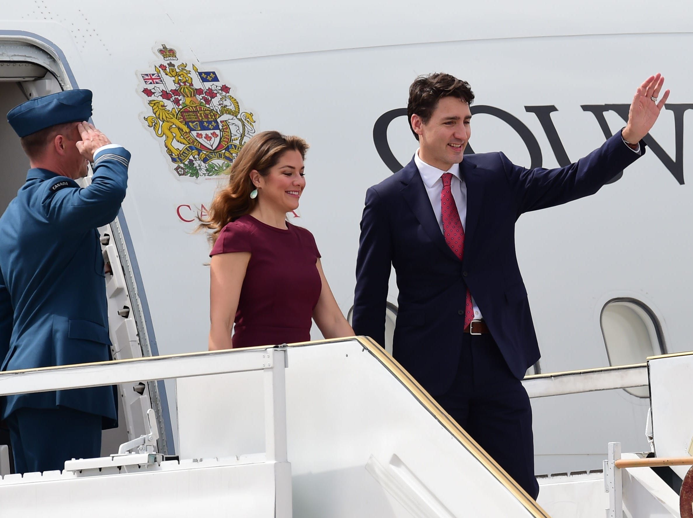 Canada's Prime Minister Justin Trudeau (R) and his wife Sophie Gregoire, wave upon arrival at Ezeiza International airport in Buenos Aires province, on November 29, 2018. - Global leaders gather in the Argentine capital for a two-day G20 summit beginning on Friday likely to be dominated by simmering international tensions over trade. (Photo by Martin BERNETTI / AFP)        (Photo credit should read MARTIN BERNETTI/AFP/Getty Images)