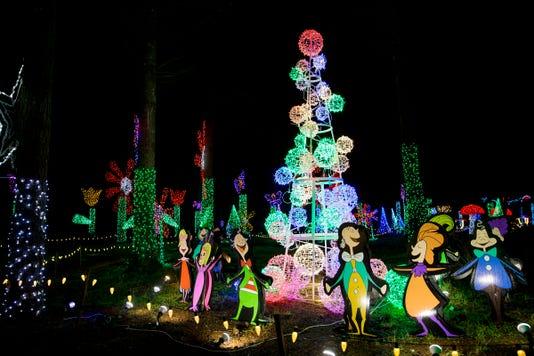 Chrsitams In The Garden 2018 Mr14 - Christmas In The Garden Returns To Oregon Garden In Silverton Nov. 23
