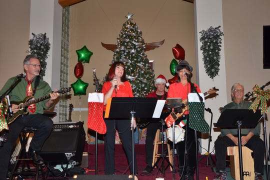 Connected Souls Band members Don Rowell, Donna Roselli, Glenn Robinson, Doreen Poreba and Chuck Chase will perform a holiday concert on Dec. 12.