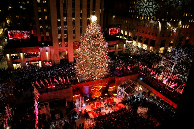 NEW YORK, NEW YORK - NOVEMBER 28:  86th Annual Rockefeller Center Christmas Tree Lighting Ceremony at Rockefeller Center on November 28, 2018 in New York City. (Photo by John Lamparski/Getty Images) ORG XMIT: 775263534 ORIG FILE ID: 1074072266
