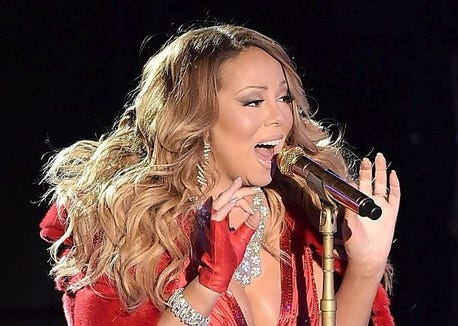 Mariah Carey All I Want For Christmas.Mariah Carey Sings All I Want For Christmas Is You With Her