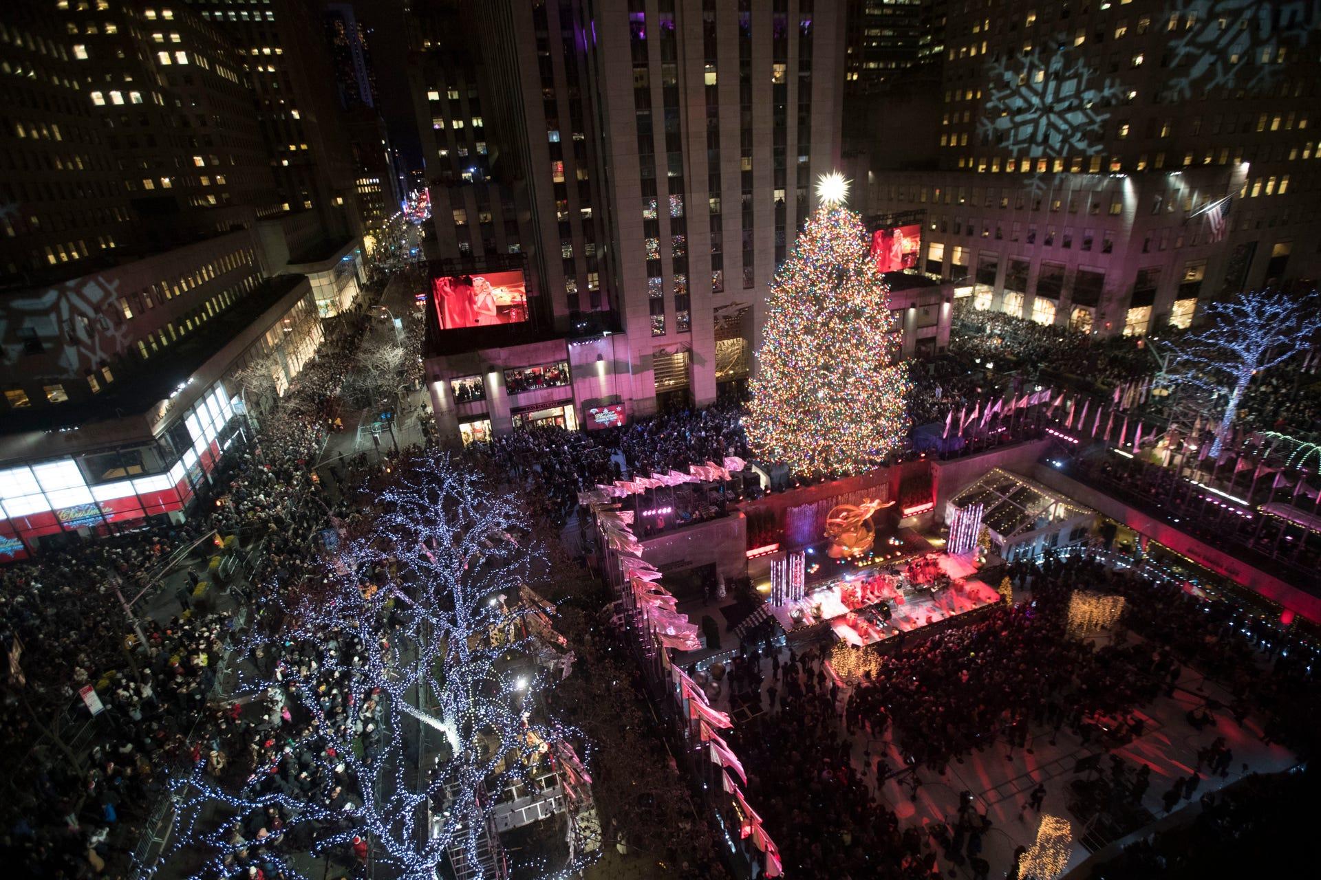 Lighting of the Rockefeller Center Christmas Tree kicks off the ...