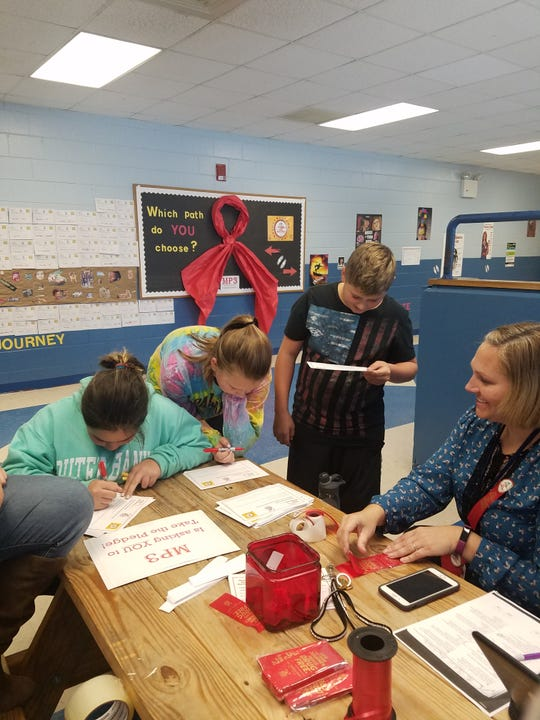 MSAC working with MMS students to sign a drug-free pledge.