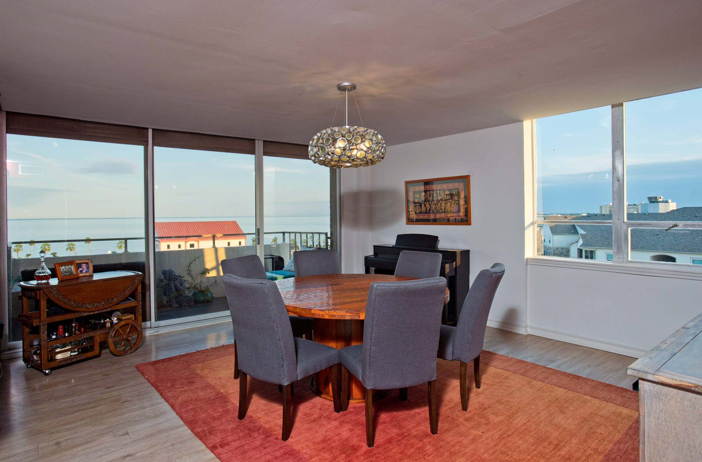 The dining area commands the southern corner of the condo space with beautiful panoramic bay views