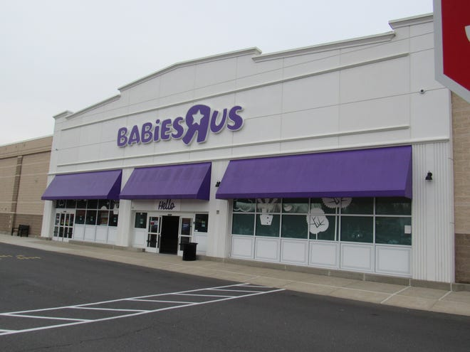 Bob's Discount Furniture is moving into the space formerly occupied by Babies R Us in the Bridgewater Promenade.