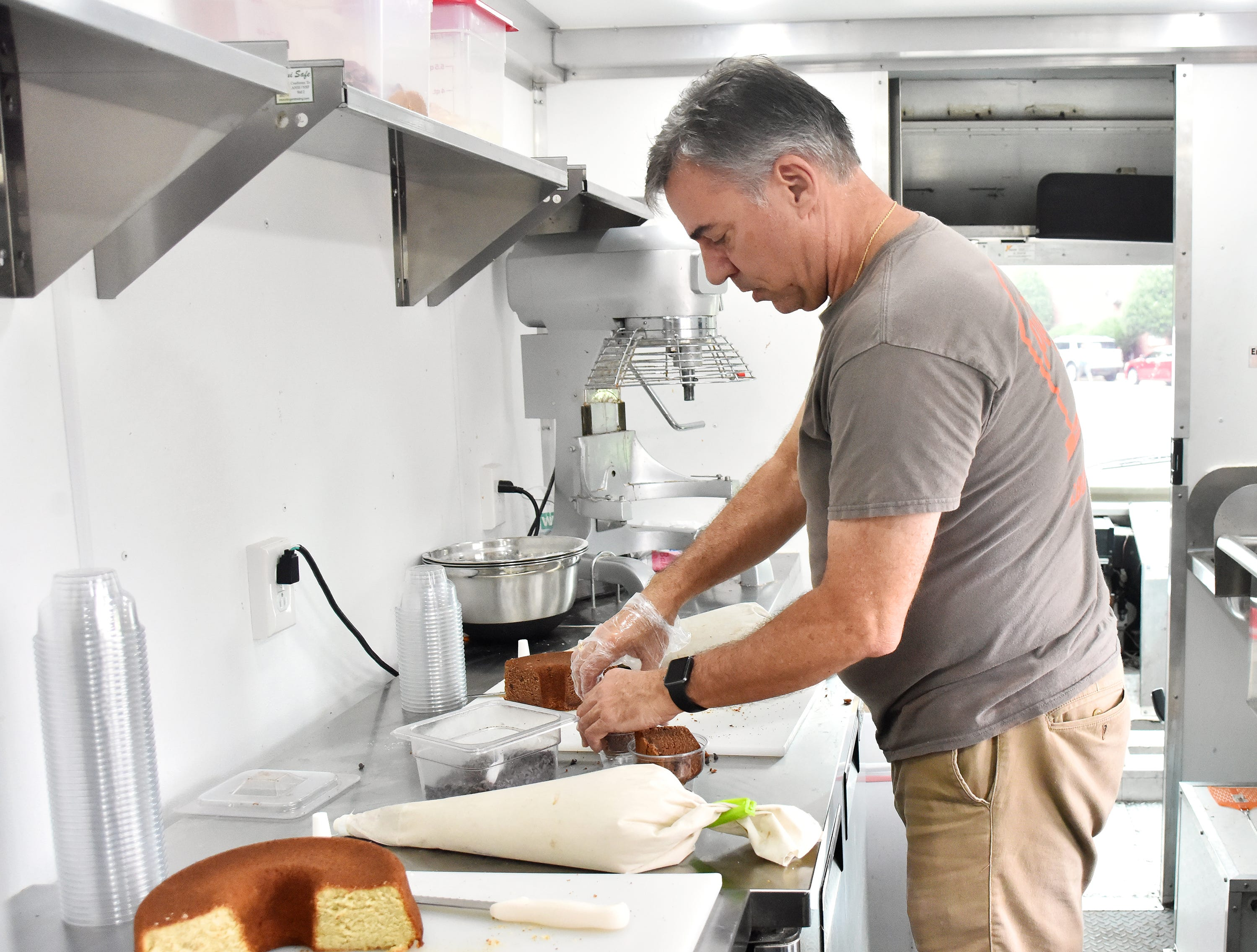 Jeff Bennett prepares chocolate pound cake while operating his food truck at Anderson University.