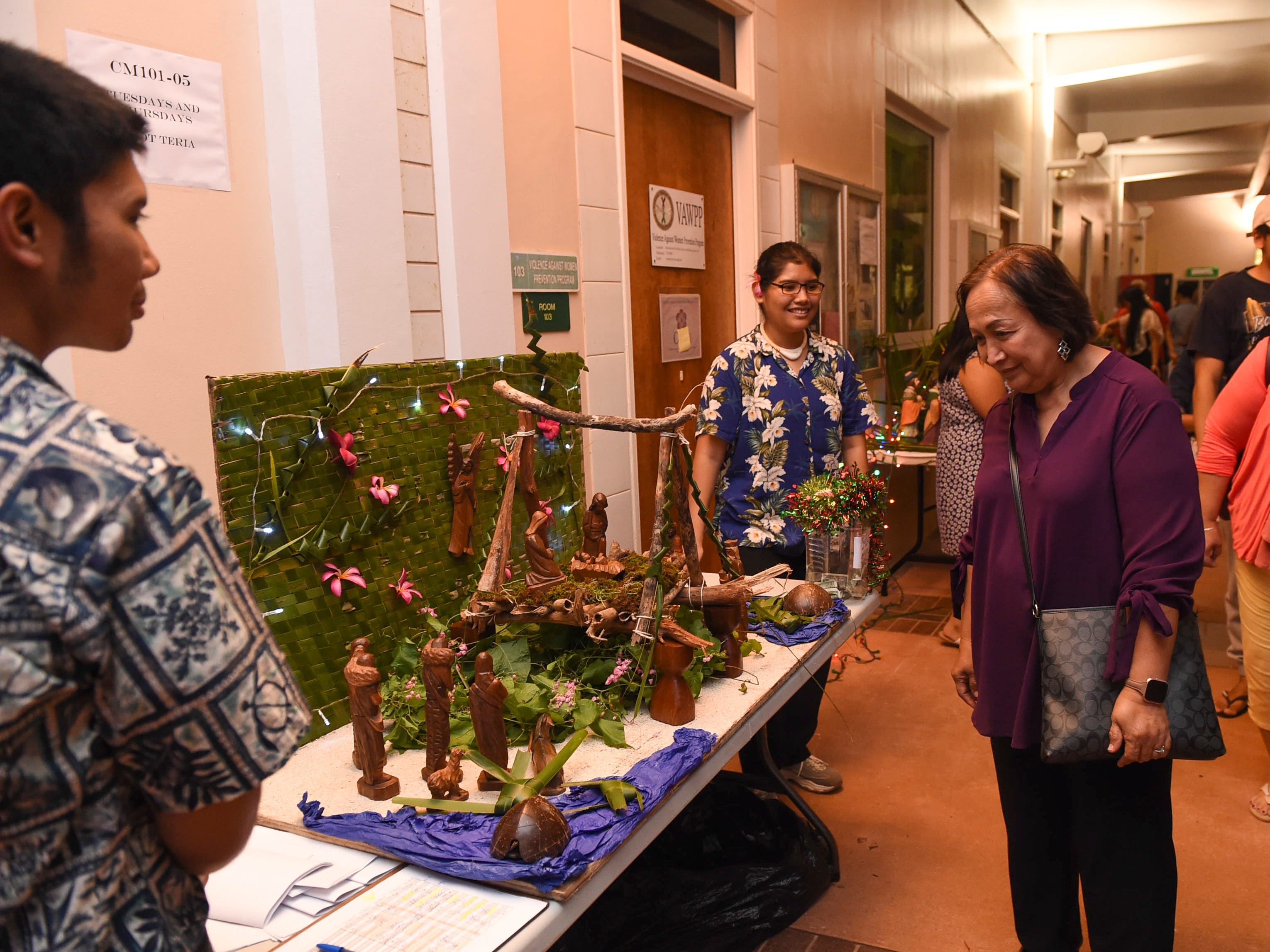 Event goers check out bilens by CHamoru language classes during the University of Guam Chamorro Studies Program's 2018 Christmas Celebration, Puengen Minagof Noche Buena! at the UOG Humanities and Social Sciences Building on Nov. 30, 2018.
