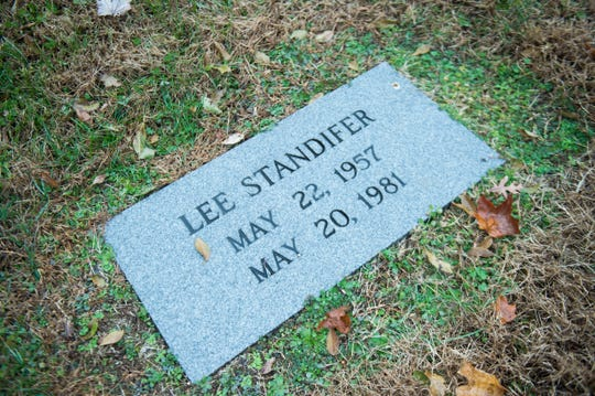 Lee Standifer's grave stone lays at Edgewood Cemetery in West Knoxville, Thursday, Nov. 29, 2018.