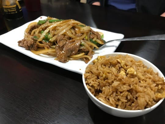Shu Ge's beef with scallions and fried rice was tasty, but looked nothing like the menu photograph. The onions outnumber the scallions, and both scallions and onions outnumber the thin slices of beef. However, it tasted good.