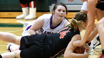 Fowlerville seniors Jackie Jarvis and Elie Smith, and coach Billy Selvia talk about the team's high expectations.
