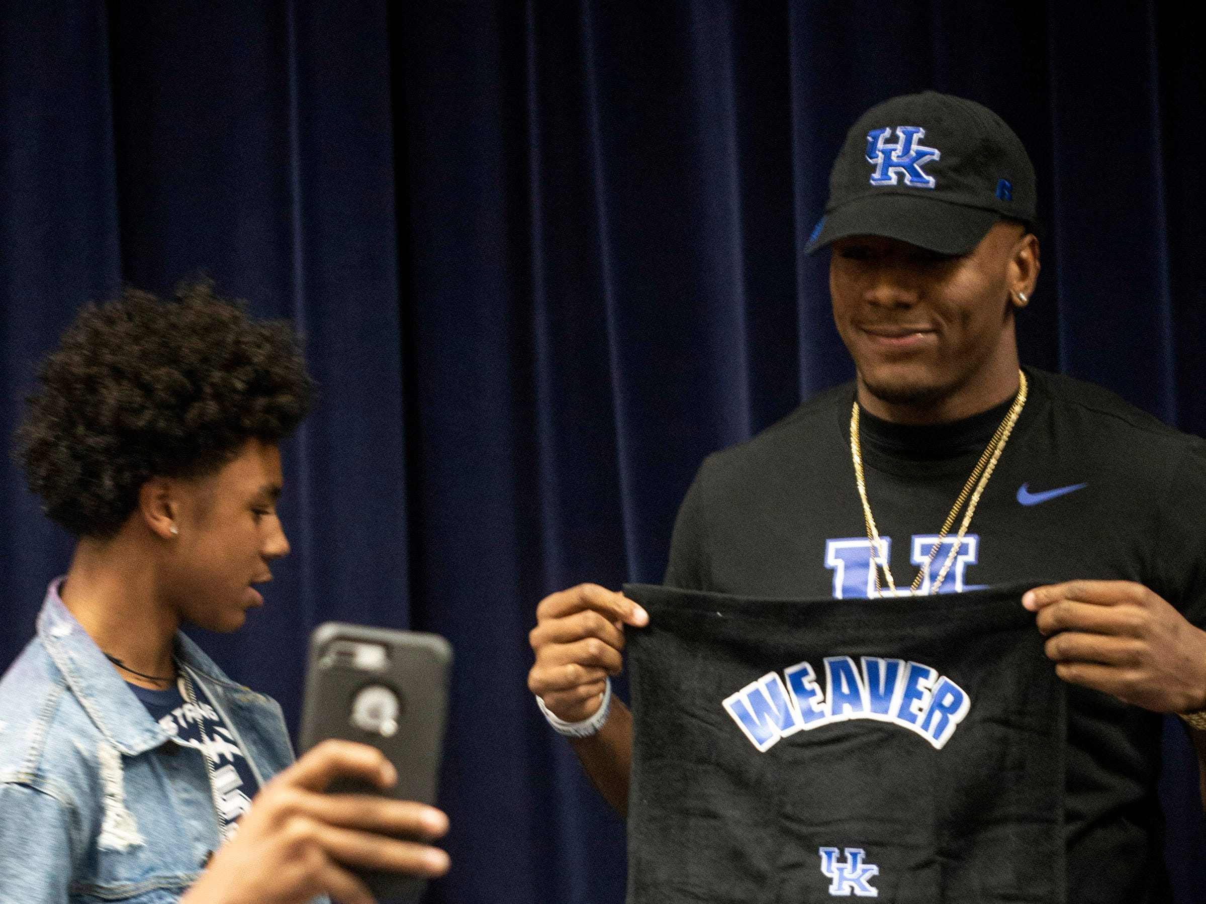 Moore High School defensive end JJ Weaver officially announced his commitment to UK during a celebration on Friday. 11/30/18