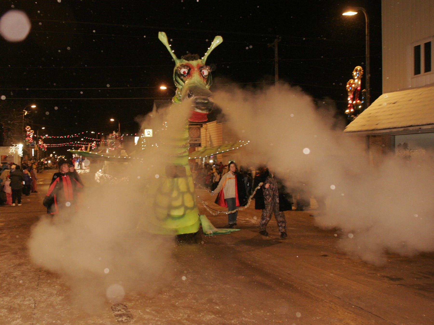 Holiday parade magic, a rooftop dome experience and Tom and Jerry cocktails; your weekly Be Wisconsin update