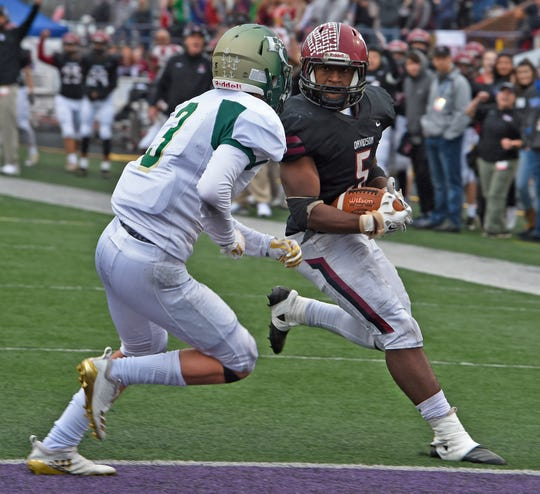 Davidson Academy running back Da'joun Hewitt (5) runs in for a touchdown n the second quarter at the Division II-A BlueCross Bowl state championship at Tennessee Tech's Tucker Stadium in Cookeville, Tenn., on Friday, Nov. 30, 2018