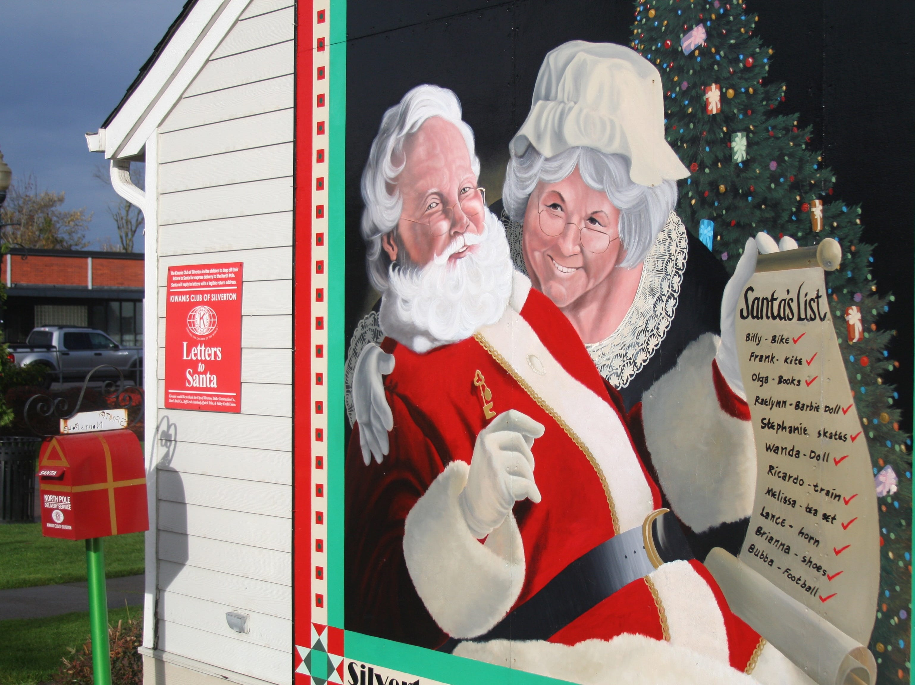 Santa's Silverton helpers manage correspondence