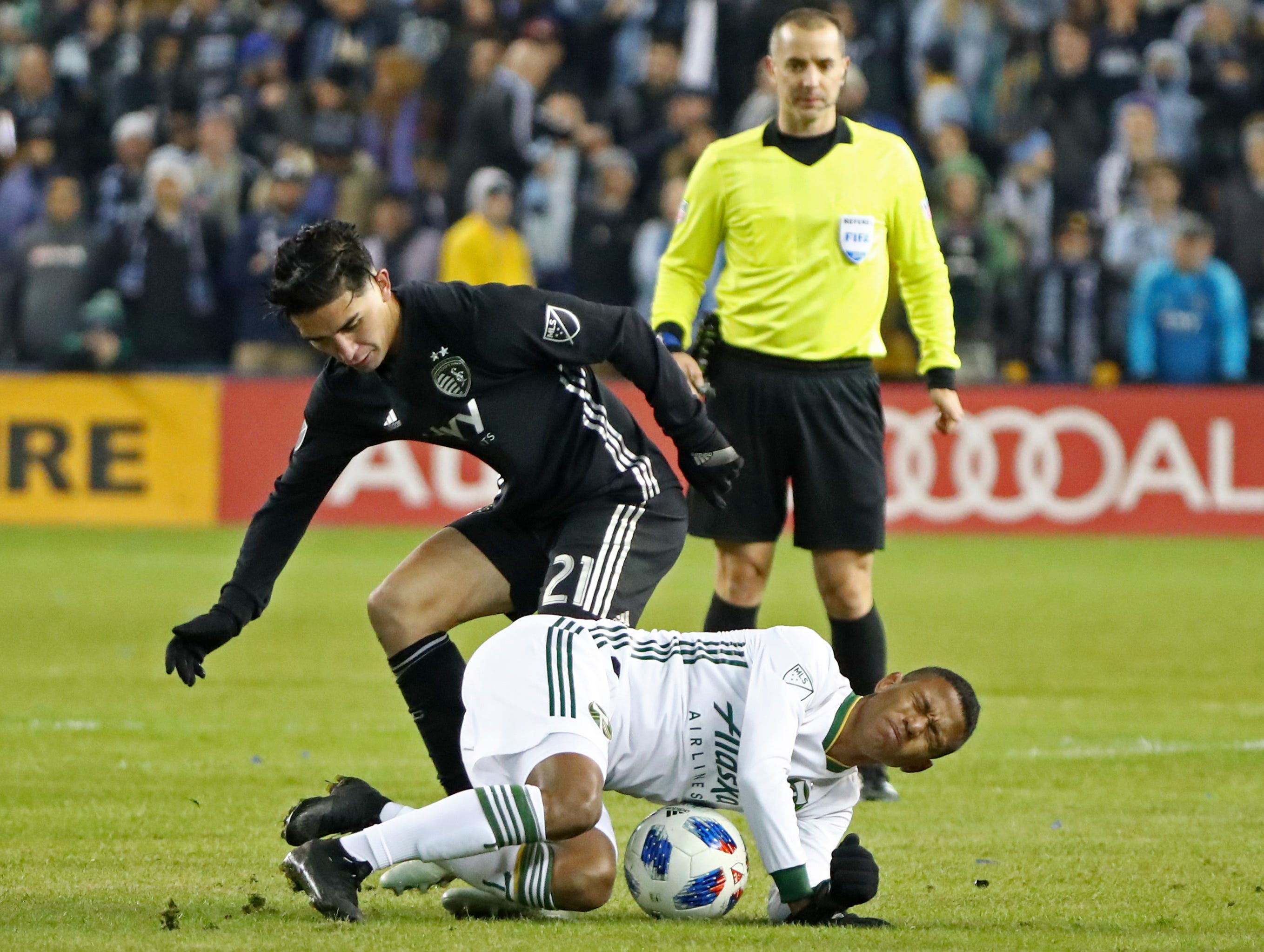 Nov 29, 2018; Kansas City, KS, USA; Sporting Kansas City midfielder Felipe Gutierrez (21) fights for the ball with Portland Timbers forward Andy Polo (11) during the second half in the second leg of the MLS Western Conference Championship at Children's Mercy Park. Mandatory Credit: Jay Biggerstaff-USA TODAY Sports