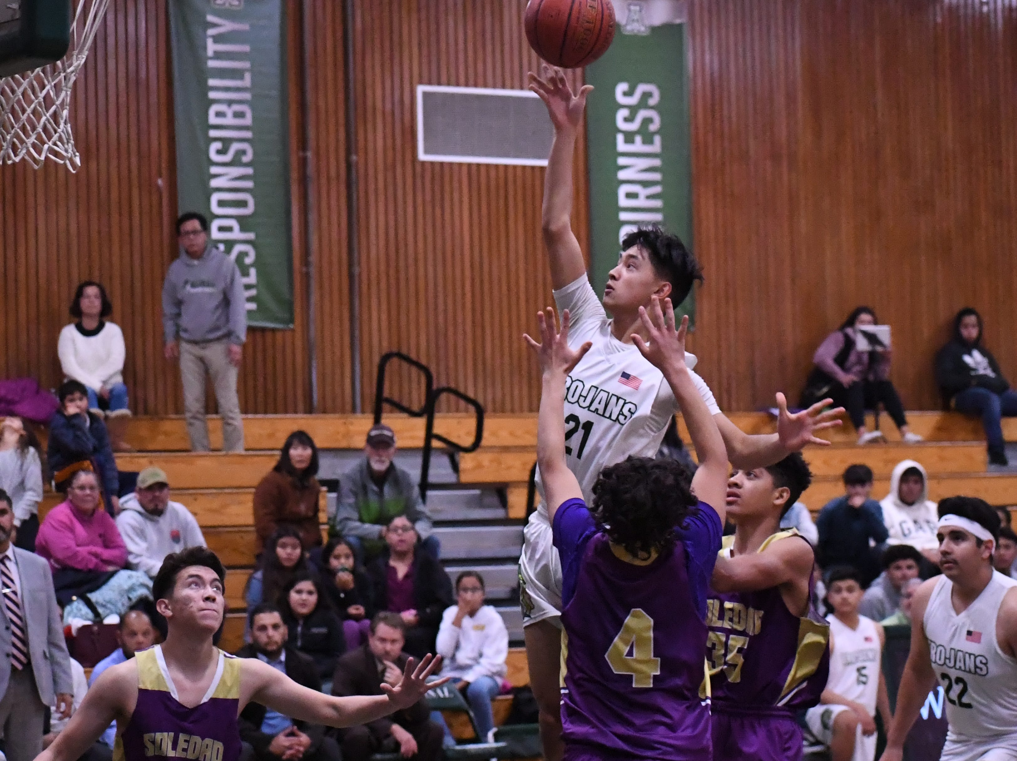 Junior Shawn Vuong (21) pulls up for a floater in the lane.