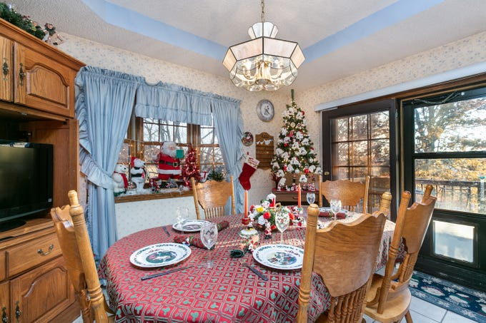 Donna has the dining table set and ready to entertain through the holidays.