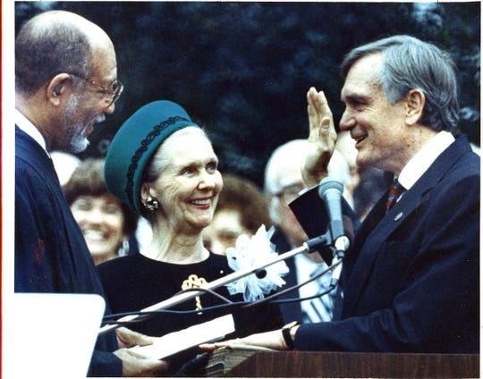 Governor  Chiles  taking  oath  of  office,  1991.