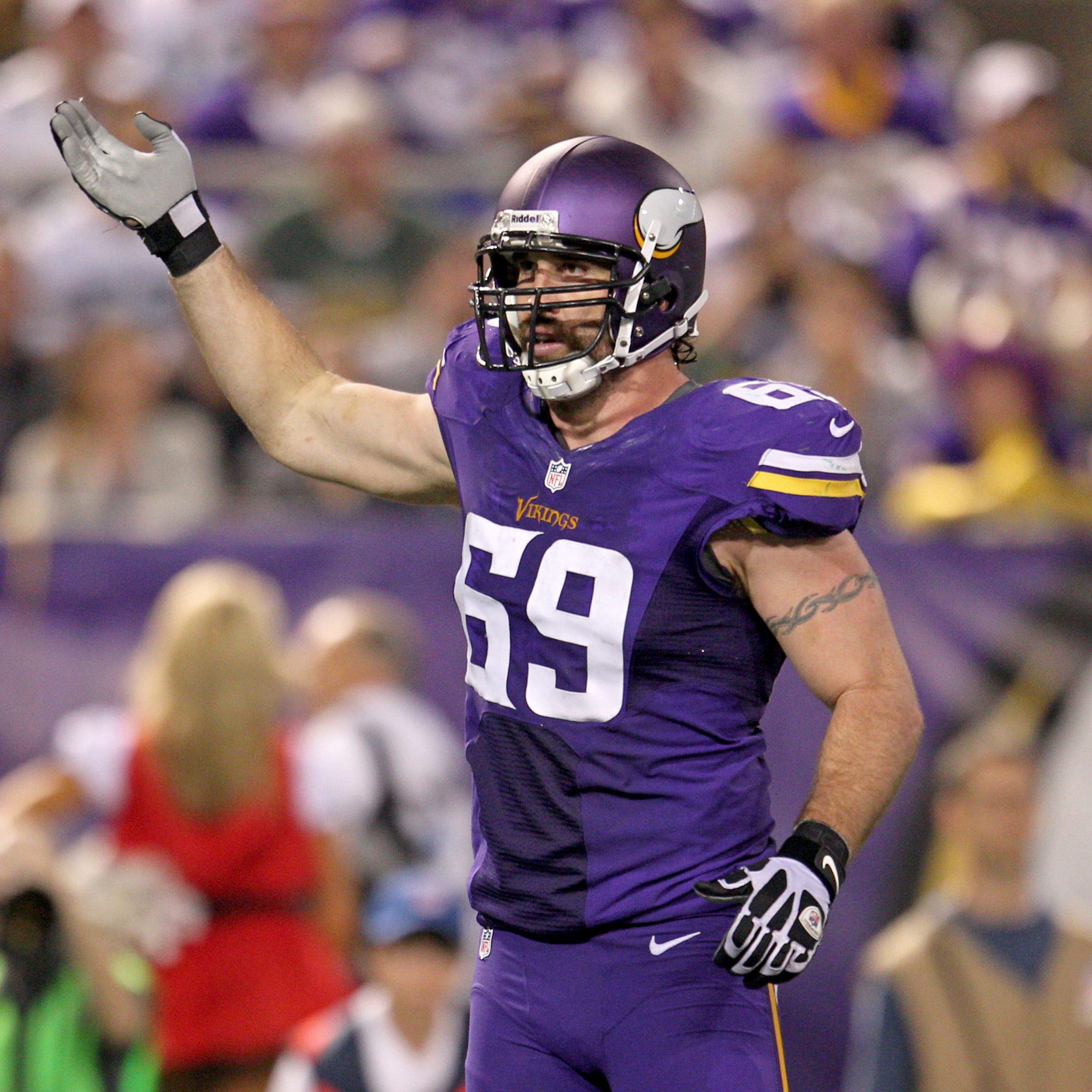 Former NFL star Jared Allen suing Michigan pain clinic