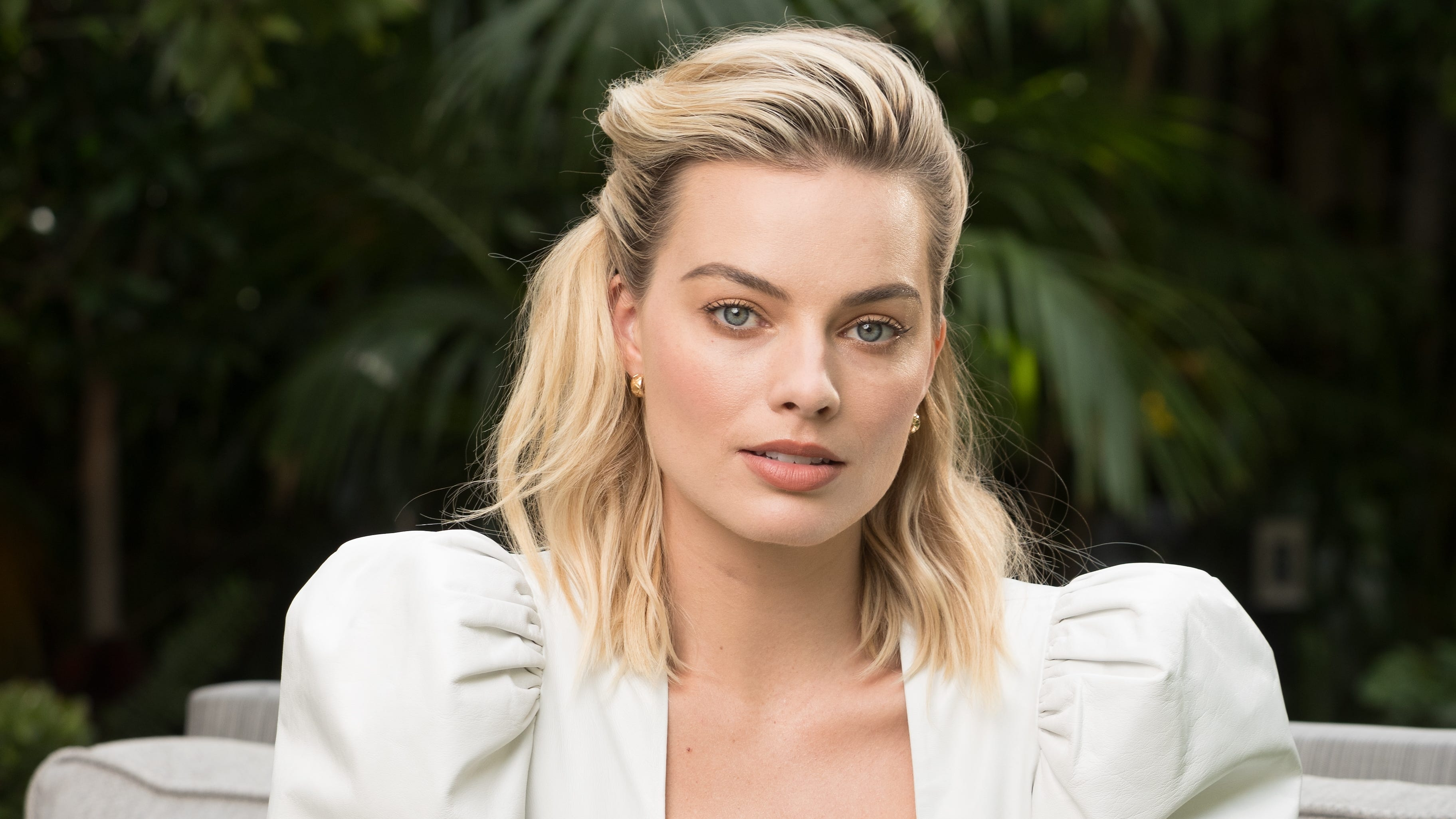 "Margot Robbie transforms as Queen Elizabeth I in ""Mary Queen of Scots."""