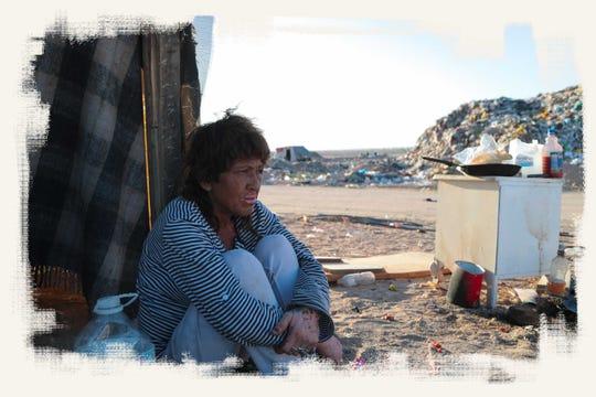 """Griselda Núñez Ramos es una de docenas de """"pepenadores"""", o pizcadores de basura, que viven y trabajan en un depósito de basura ubicado al sur de Mexicali."""