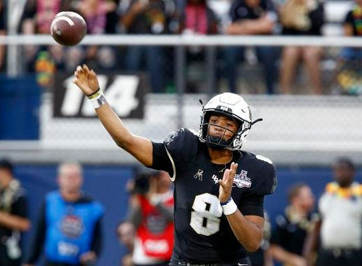 UCF Knights quarterback Darriel Mack Jr. (8) throws a pass during the second quarter against the Memphis Tigers at Spectrum Stadium.