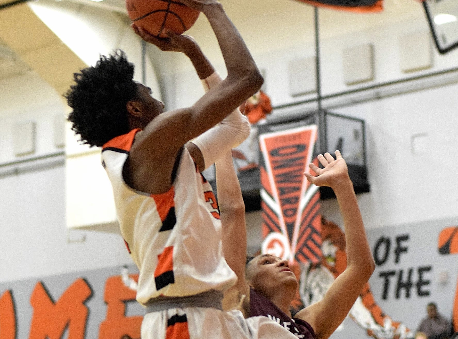 Mike Hill Jr. eyes a layup for Withrow, Nov. 30, 2018.