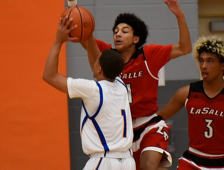 Jaylen Lemons (11) of La Salle is ready to block a Ponitz shot in the Lancers victory over the Panthers, Nov. 30, 2018.