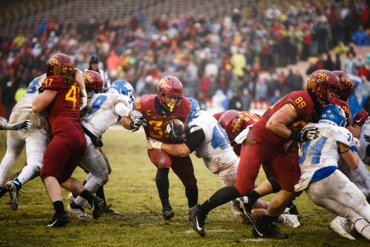 Iowa State's David Montgomery (32) rushes during its football game against Drake at Jack Trice Stadium on Saturday, Dec. 1, 2018, in Ames.
