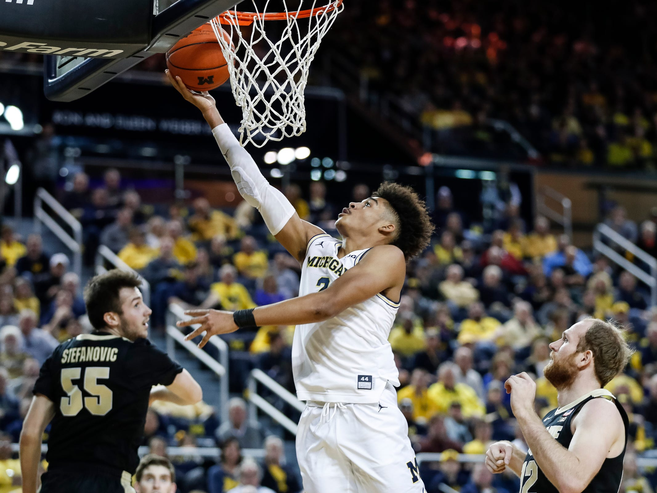 Michigan guard Jordan Poole makes a layup during the first half against Purdue at Crisler Center on Saturday, Dec. 1, 2018.
