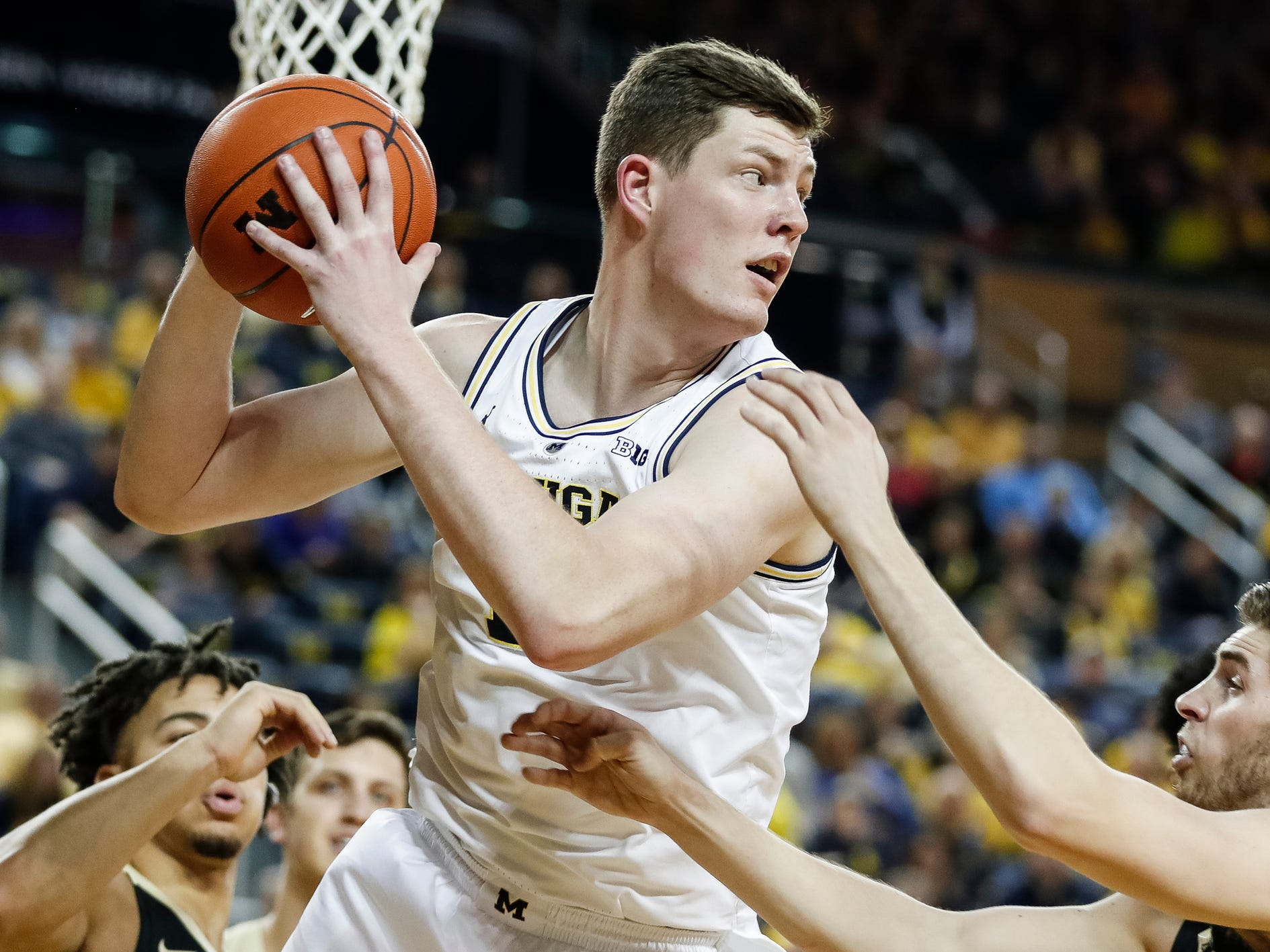 Michigan center Jon Teske (15) looks back for a pass during the first half against Purdue at Crisler Center on Saturday, Dec. 1, 2018.