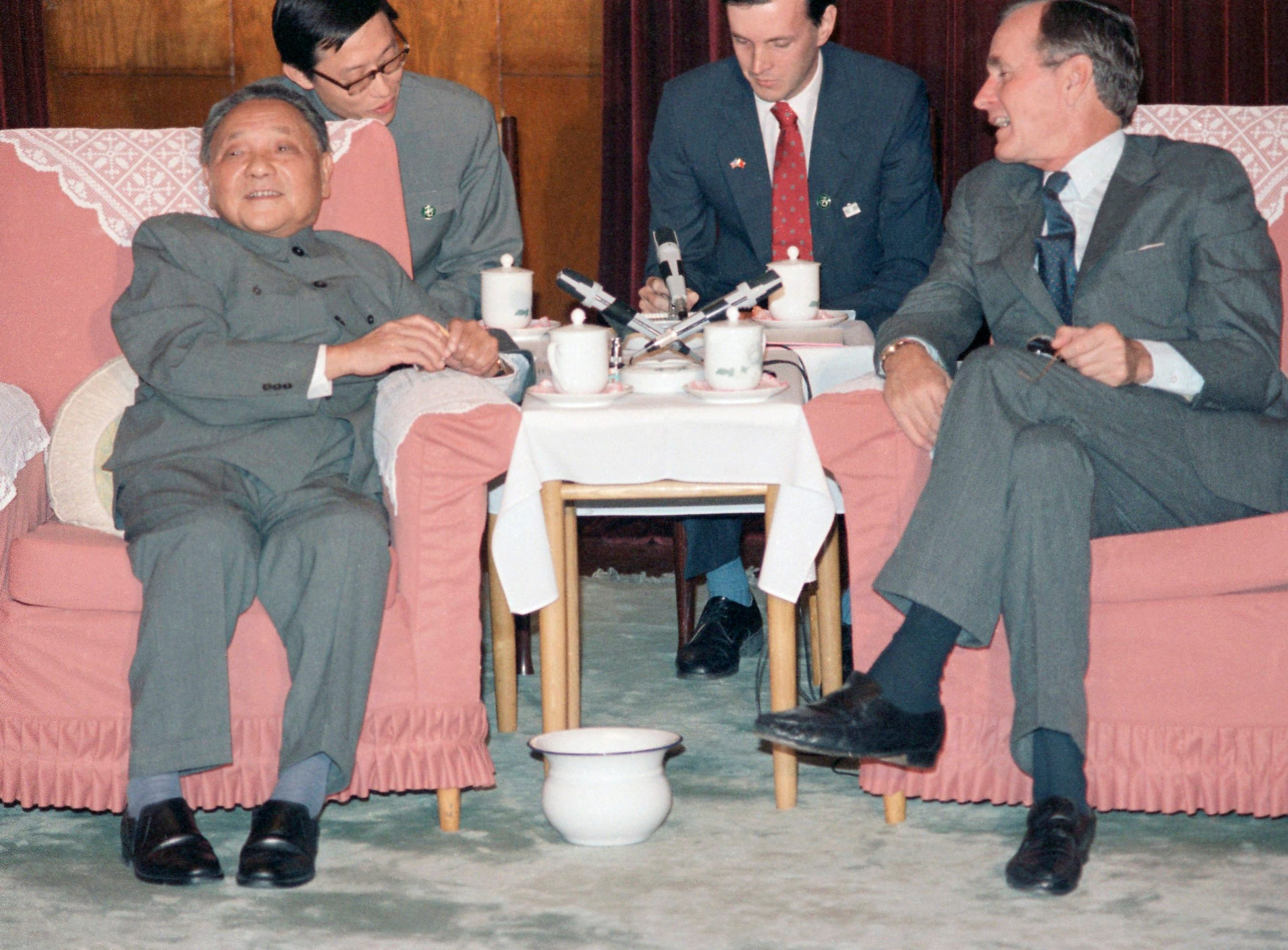 U.S. Vice-President George H. W. Bush, right, and China's top leader, Deng Xiaoping meet in Beijing, China, Oct. 13, 1985. Interpreters in center are unidentified. (AP Photo/Neal Ulevich)