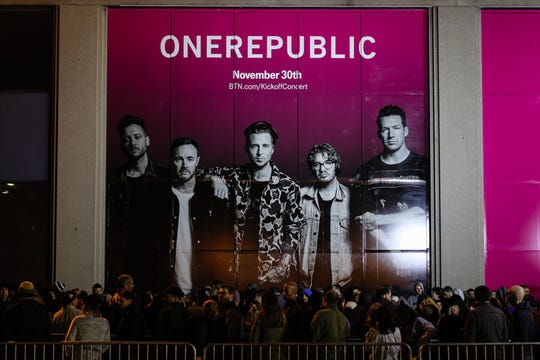 People line up under a OneRepublic sign Friday night. Josh Hicks/for Indy Star