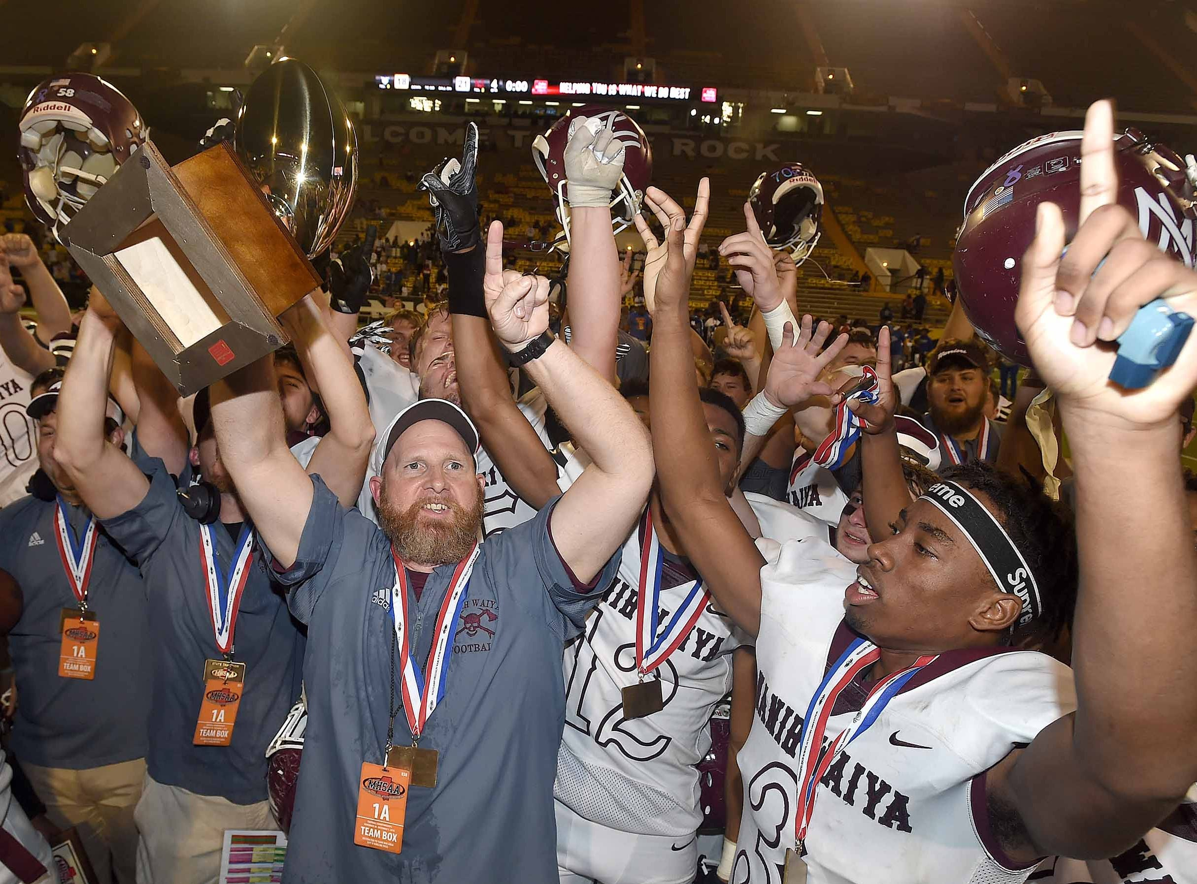 Nanih Waiya ends Simmons' 54-game win streak, takes 1A state title with 21-18 win