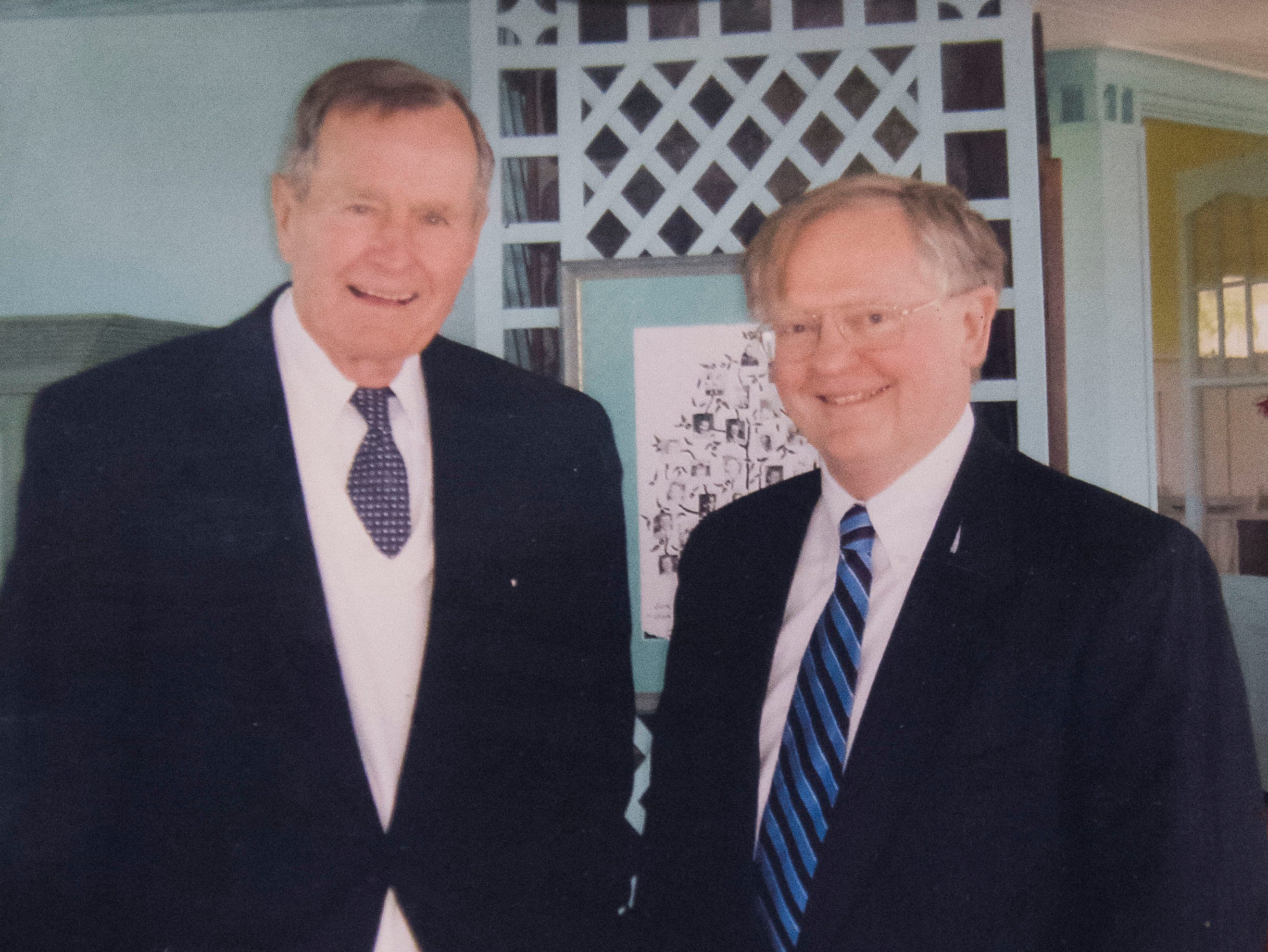 Former president George H.W. Bush hosts former Knoxville mayor Victor Ashe at the Bush compound in Kennebunkport, Maine, 2005.