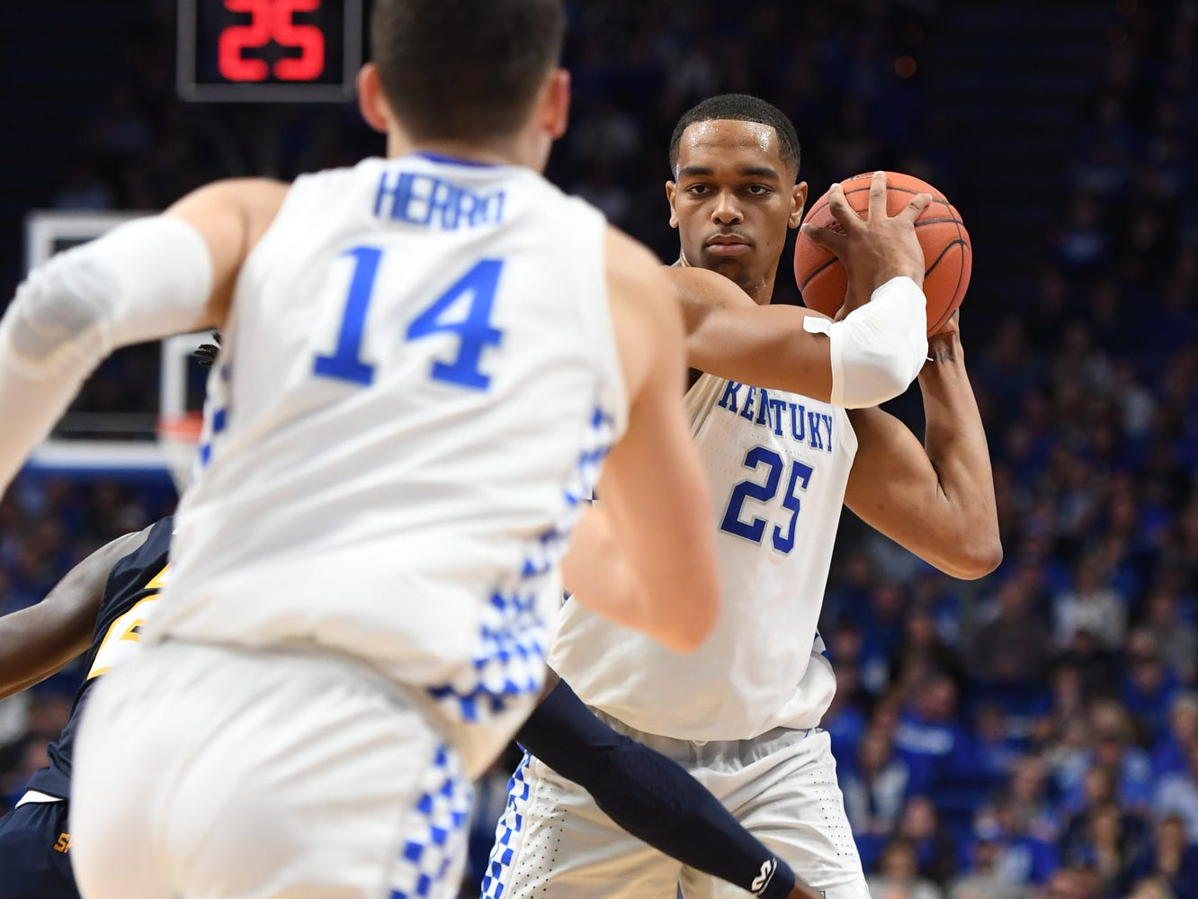 UK F PJ Washington controls the ball during the University of Kentucky men's basketball game against UNC Greensboro at Rupp Arena in Lexington, Kentucky on Saturday, December 1, 2018.