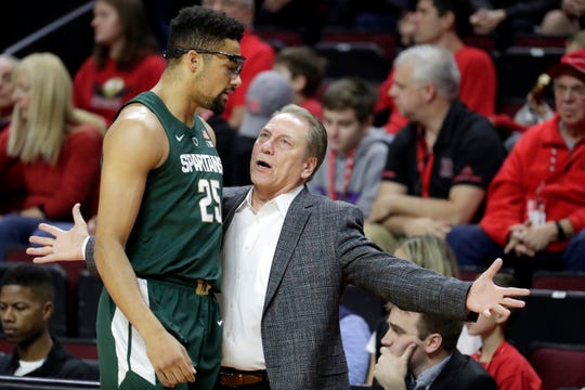 Michigan State head coach Tom Izzo, right, talks to forward Kenny Goins (25) during the first half of an NCAA college basketball game against Rutgers, Friday, Nov. 30, 2018, in Piscataway, N.J.