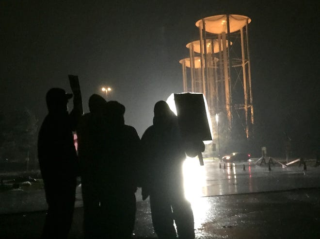 Striking workers stood in driving rain outside the south entrance to Kohler Co.'s plant in Kohler on Nov. 17, 2015. On Sunday, members of United Auto Workers Local 833 approved a new contract following successful negotiations between the union and the company.
