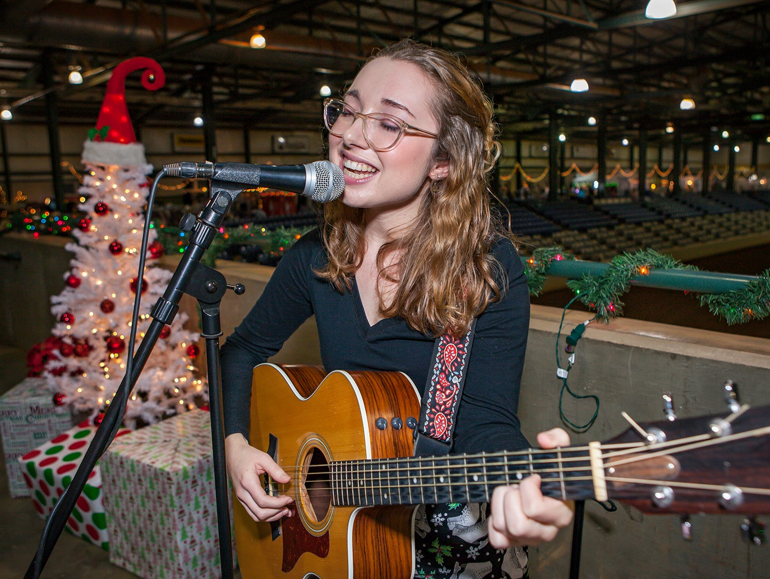 Kelsey Keith performs at Mistletoe & Martinis, the preview party for Junior League of Murfreesboro's 2018 Hollyday Marketplace.