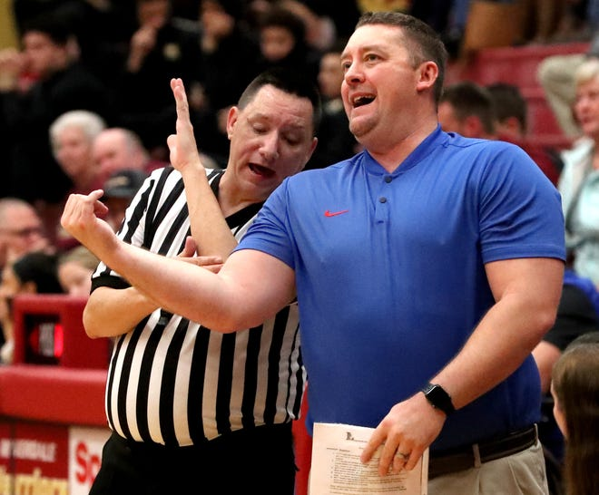 Former Riverdale girls basketball coach Cory Barrett talks with an official Friday as his Lebanon squad battled at Riverdale. The Lady Warriors defeated the Devilettes 48-45.