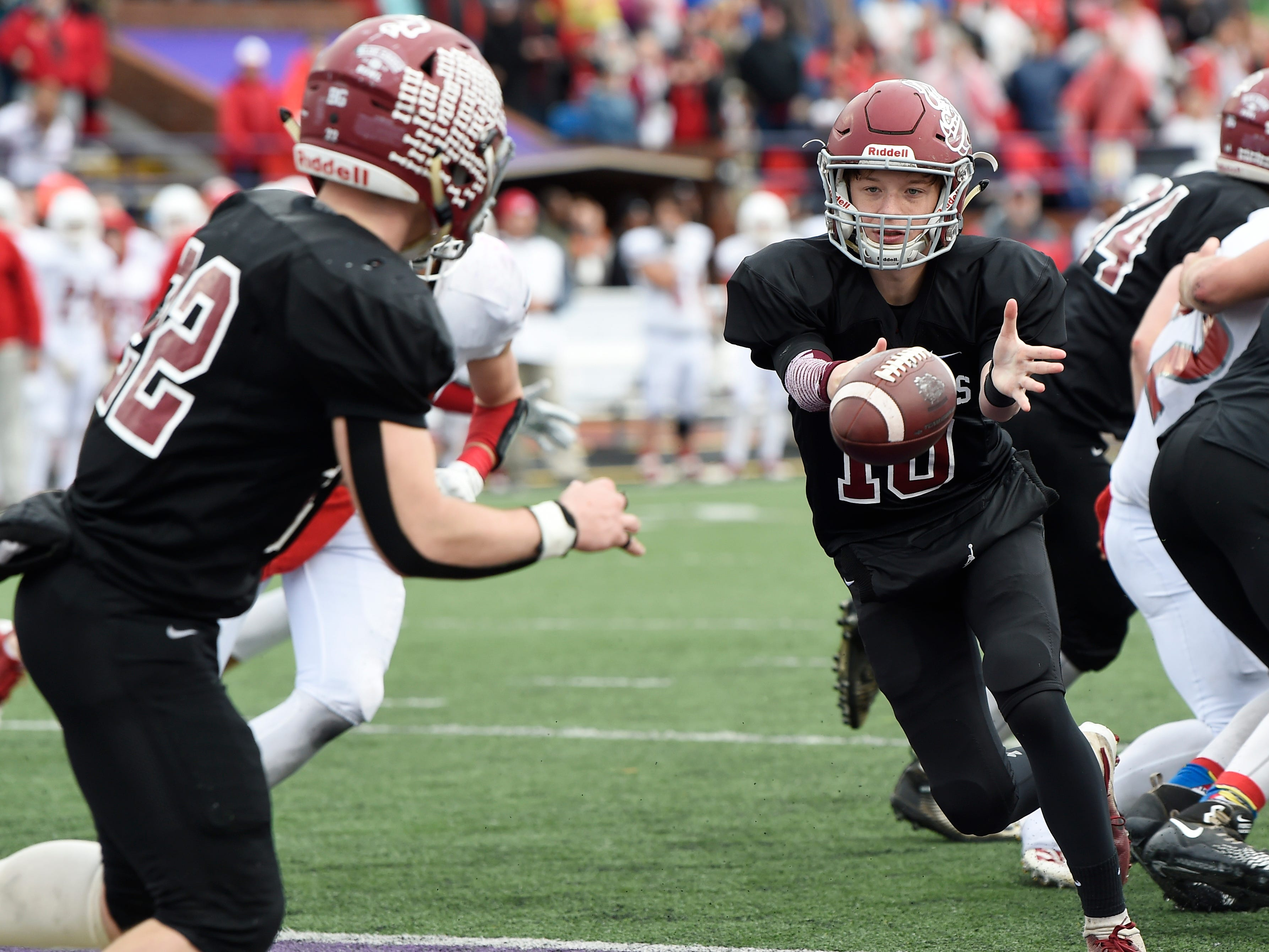Cornersville's Henlee Mitchell (10) pitches back to Eli Woodard (22) in the third quarter at the Class I-A BlueCross Bowl state championship at Tennessee Tech's Tucker Stadium in Cookeville, Tenn., on Saturday, Dec. 1, 2018.