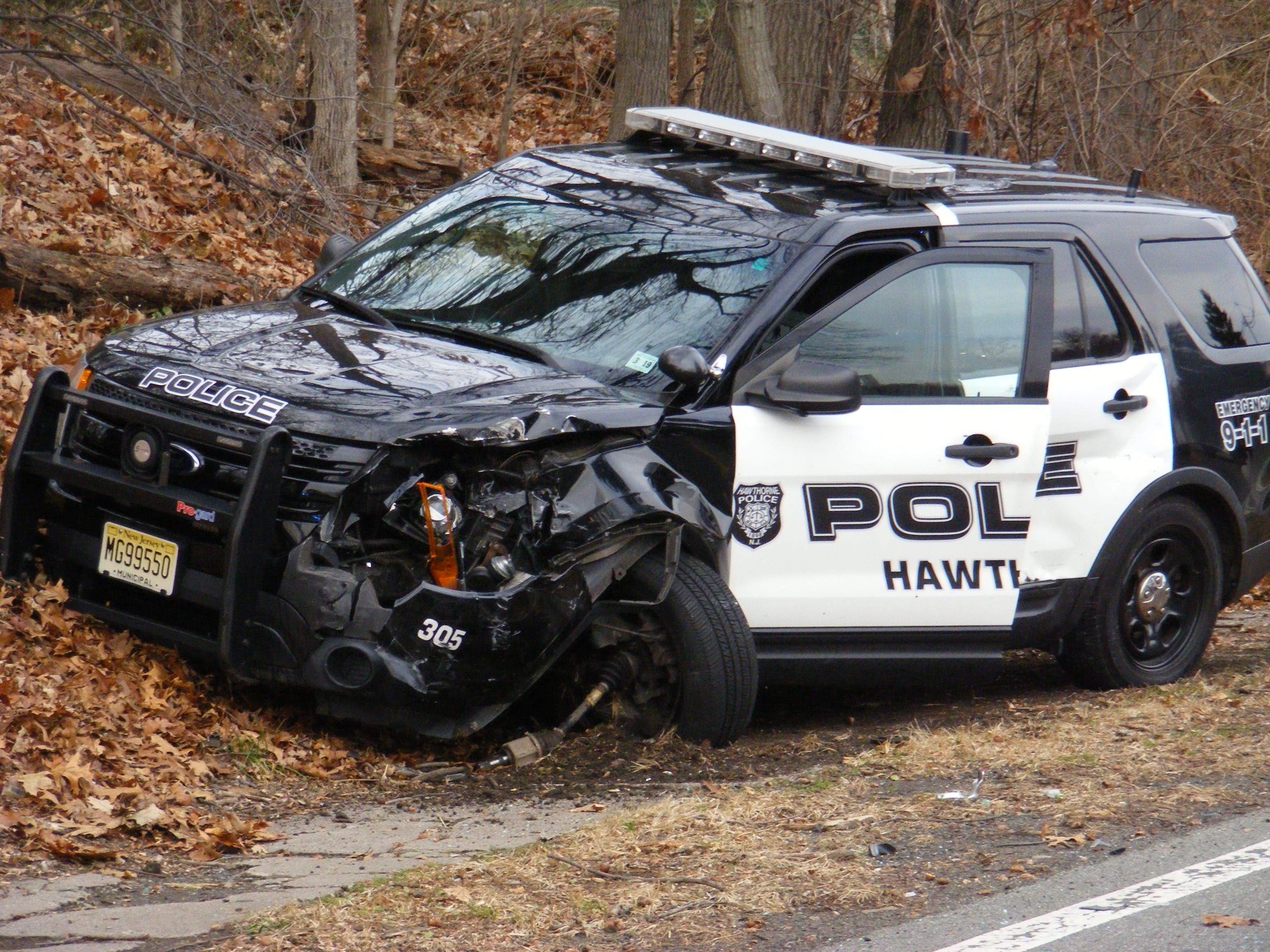 hawthorne police car damaged in accident