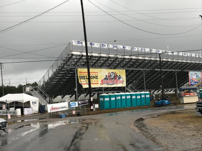 Just as last Saturday's heavy rain wiped out race schedule that day at Five Flags Speedway, another dire forecast for this Saturday has caused the Snowflake 100, two other races to be reset for Sunday.