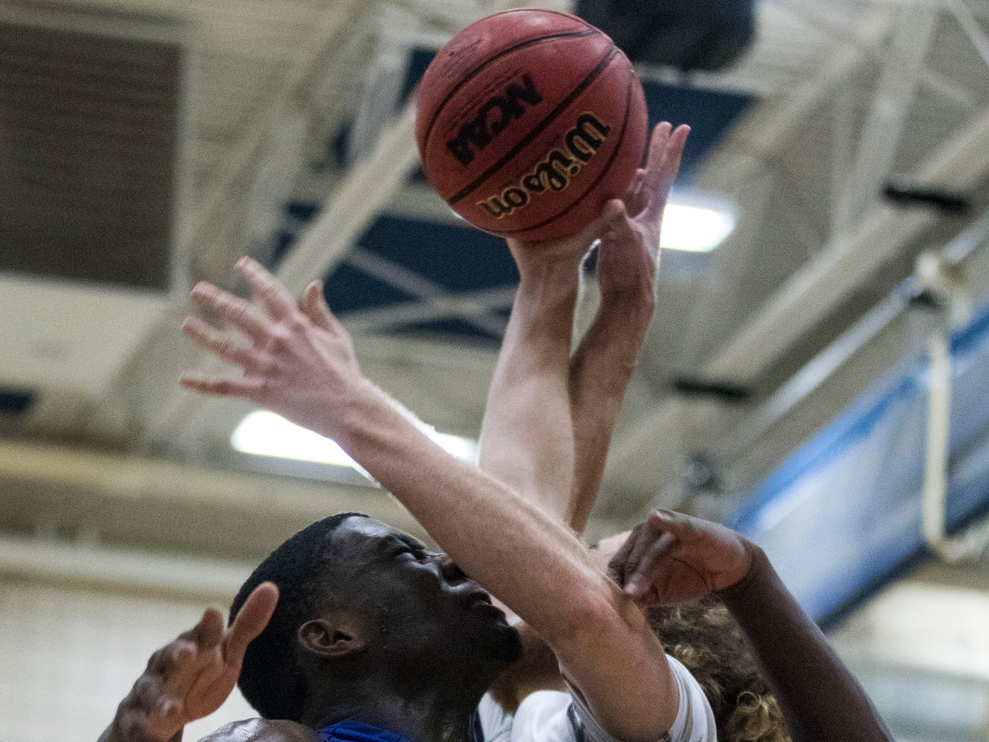 Shadow Mountain's Shemar Morrow(25) collides with Pinnacle's Colby Howard while going for a rebound during the first half of their game in Phoenix, Friday, Nov. 30, 2018.