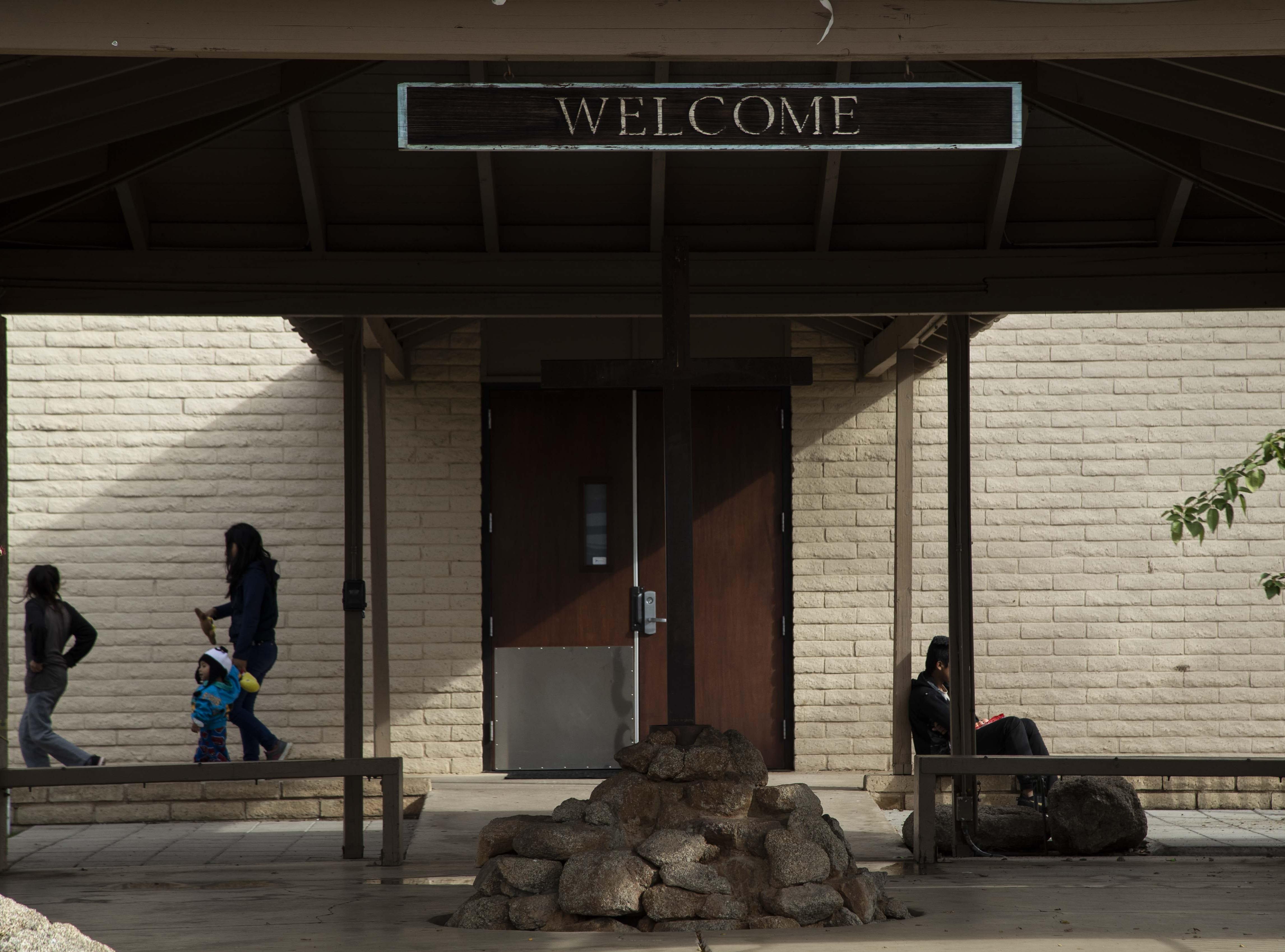 Migrant families at Casa de Oracion Number 2 in north Phoenix.