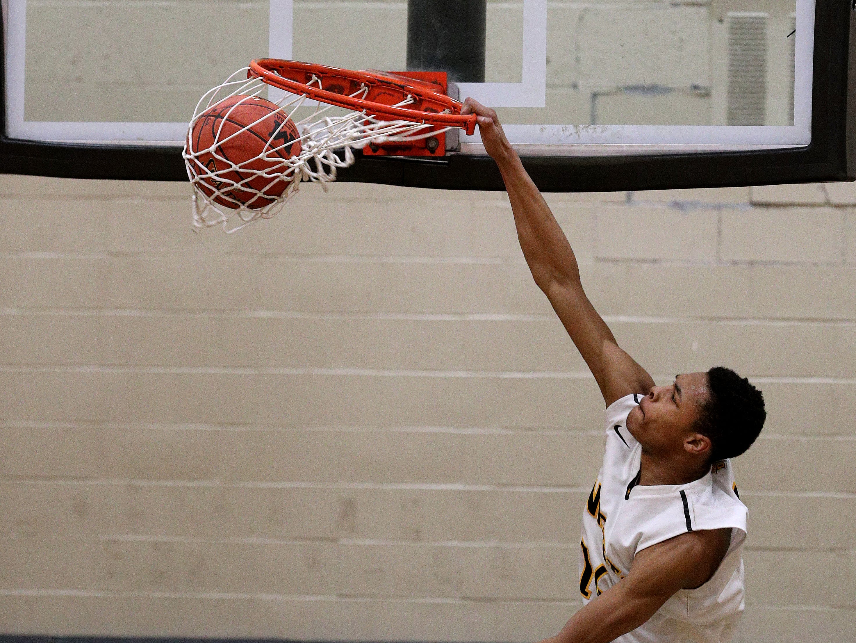 McQuaid's Jermaine Taggart goes up for a dunk against Edison.