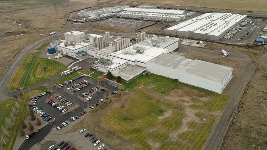 An aerial view of the Tillamook Cheese Factory processing plant, left and Columbia River Technologies whey factory at the Port of Morrow in Boardman, Oregon, Wednesday November 28, 2018.